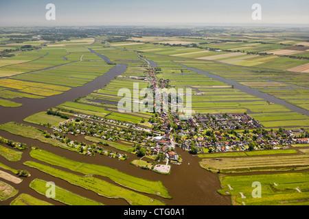 Les Pays-Bas, Jisp, aérienne, village et paysage de polders. Banque D'Images