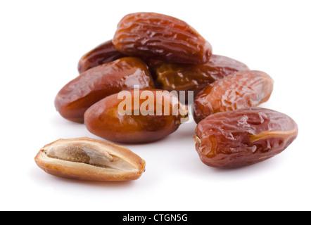 Tas de fruits séchés date isolated on white Banque D'Images