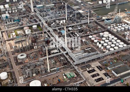 Les Pays-Bas, Rotterdam, l'industrie pétrochimique. Les pipelines. Vue aérienne. Banque D'Images
