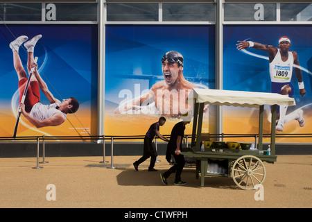 Avec des images d'athlètes olympiques tels que le Polonais Pawel Wojciechowski sauteur à la perche, le nageur américain Banque D'Images