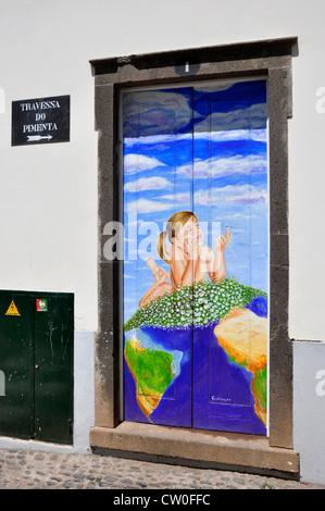 Portugal - Madère - Funchal Zona Velha - porte - maison décorée par l'artiste local - plan pour égayer le salon Banque D'Images