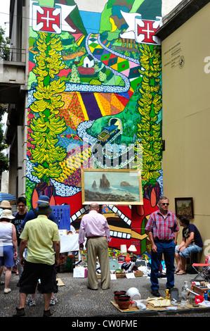 Portugal - Madère - Funchal Zona Velha - street market -Fond de fresque représentant la vie de l'île colorée et Banque D'Images