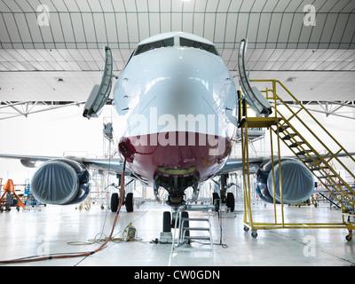 Station d'avion dans le hangar