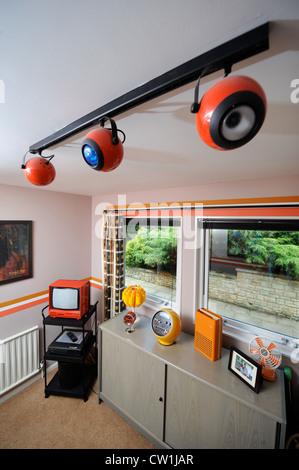 Une chambre dans une maison de style des années 1970 qui a été présenté dans un magazine 1975 makeover UK Banque D'Images