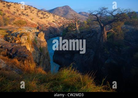 Voir la gorge de la rivière Kunene en aval d'Epupa Falls.La Namibie