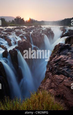 Epupa Falls sur la rivière Kunene.La Namibie