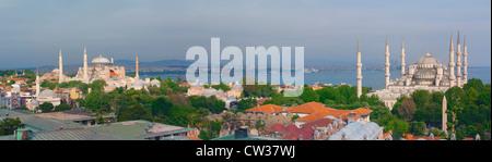 Panorama sur le Bosphore, la Mosquée Bleue et le musée Sainte-Sophie, Istanbul, Turquie Banque D'Images