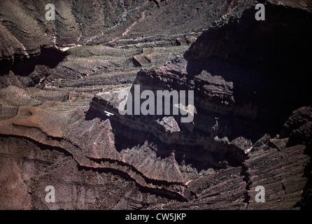 Le Grand Canyon est un canyon aux flancs abrupts sculptés par le fleuve Colorado aux États-Unis dans l'état de l'Arizona. Banque D'Images