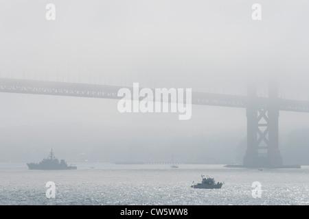 La Semaine de la flotte au Golden Gate Bridge, San Francisco, Californie. La Marine et de l'affiche. Pont d'Kirby Banque D'Images