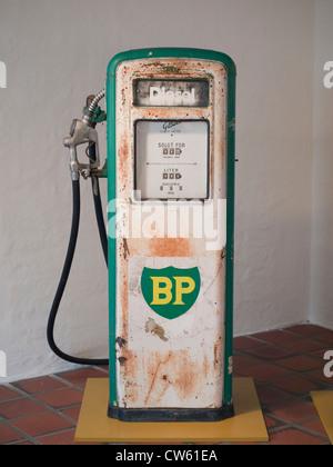 Un vieux British Petroleum sur l'affichage de la pompe diesel en musée local Banque D'Images