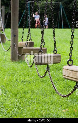 L'équipement de jeu pour enfants dans un parc anglais. Banque D'Images
