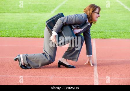 Businesswoman at ligne de départ Banque D'Images