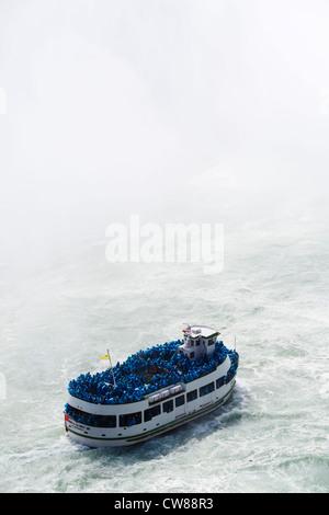 Maid of the Mist bateau d'en face des chutes Horseshoe vue du côté canadien, Niagara Falls (Ontario), Canada Banque D'Images