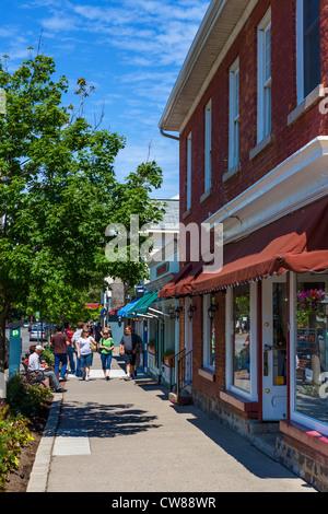 Boutiques sur Queen Street dans le centre ville historique, Niagara-on-the-Lake, Ontario, Canada Banque D'Images