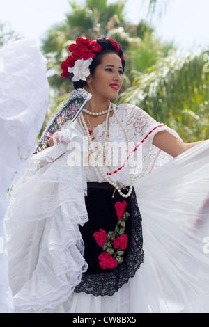 Le Flamenco dancer au vieux jours Fiesta espagnole Santa Barbara Banque D'Images