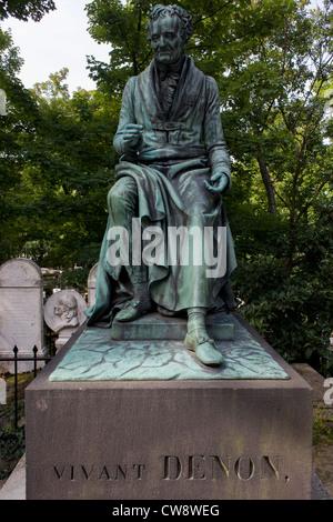 Tombe de Dominique Vivant, Baron de Denon dans le cimetière du Père Lachaise, Paris. Dominique Vivant, Baron de Banque D'Images