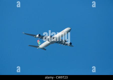 """South African Airways Airbus A340-642 ZS-avion SNG (CN 557) avec un """"Pékin 2012 autocollant dragon' Banque D'Images"""