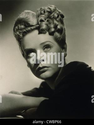 Alice Faye (1915-1998), actrice et chanteuse américaine dans la coiffure qu'elle portait dans le film 1943, le gang est là.