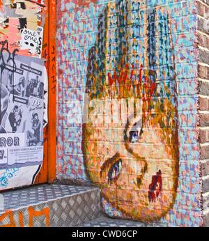 L'art du graffiti des filles en tête de femme style peintures au goutte-à-goutte par artiste de rue, Jimmy C London Banque D'Images