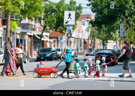 Villeray est un beau secteur de Montréal où les gens de différentes origines ethniques vivent en harmonie Banque D'Images