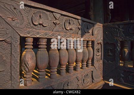 Le teck BAGAYA KYAUNG monastère remonte à 1834 dans la ville historique de l'INWA Royaumes birmans capital pour Banque D'Images