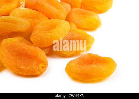 Pile d'abricots secs isolated on white Banque D'Images