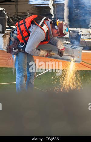 Soudure Caucasian worker on construction site