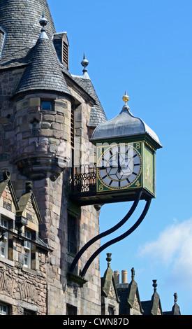 L'horloge sur Canongate Tolbooth. The Royal Mile, Édimbourg, Mi, en Écosse, Royaume-Uni, Europe. Banque D'Images