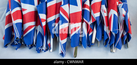 Drapeaux Union Jack sur des serviettes comme geste patriotique pour les célébrations du jubilé street party au Royaume Banque D'Images