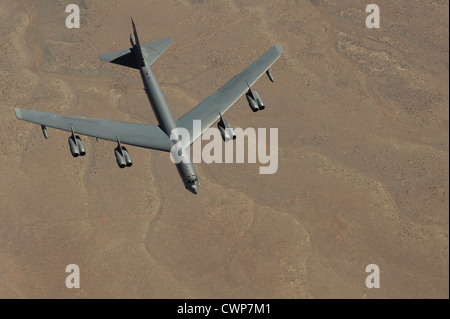 A B-52 Stratofortress s'approche d'un Boeing KC-135 Stratotanker pour faire le plein le 26 mars 2012 près de Salt Lake City, Utah.