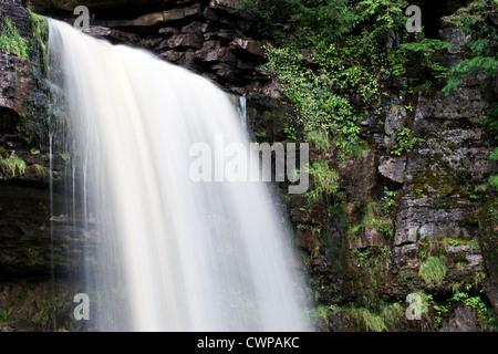 L'eau en cascade de Thornton, Force Ingleton, Yorkshire du Nord Banque D'Images