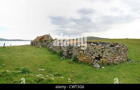 D'une ruine abandonnée écossais traditionnel croft house Banque D'Images
