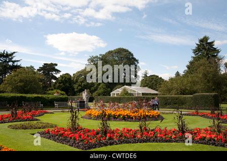 Palm House Parterre avec affichage floral d'environ 16 000 plantes, Jardins botaniques royaux de Kew, Richmond, Banque D'Images