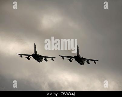 Take Off couplé, Panavia GR4 Tronados laissant RAF Lossiemouth Moray la base aérienne. 8358 SCO Banque D'Images