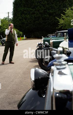 Un homme en tenue traditionnelle à un événement csecc à Prescott, Gloucestershire, Angleterre, Royaume-Uni. Banque D'Images