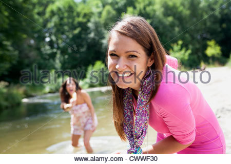 Teenage Girls playing in rural stream Banque D'Images