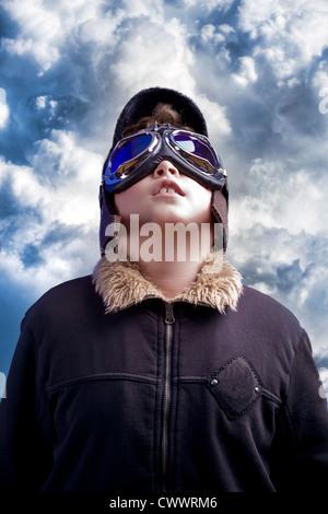 Un petit garçon rêve de devenir un pilote professionnel. Aviation Vintage hat.