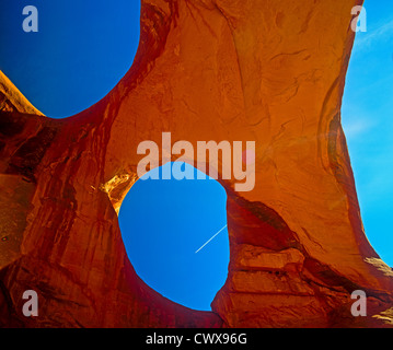 Spider Web Arch sur la Réserve Navajo de Monument Valley Tribal Park. AZ/UT Banque D'Images