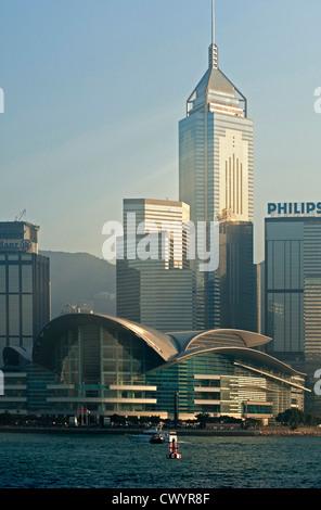 Avec le front de Wan Chai Hong Kong Convention and Exhibition Center et Central Plaza skyscraper, Hong Kong Banque D'Images