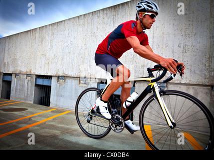 Cyclist Riding Bike Banque D'Images