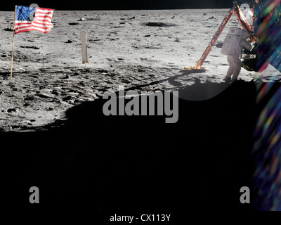 Neil Armstrong sur la surface lunaire Banque D'Images
