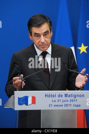 L'agence ITAR-TASS: PARIS, FRANCE. Le 21 juin. 2011. François Fillon, Premier Ministre de la France à une conférence Banque D'Images