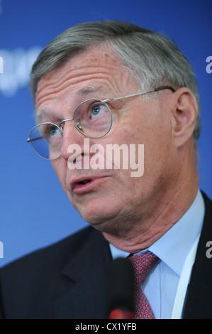 L'agence ITAR-TASS: PARIS, FRANCE. Le 21 juin. 2011. Groupe pétrolier français Total Thierry Desmarest Président Banque D'Images