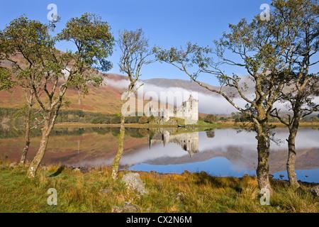 Ruines du château de Kilchurn sur Loch Awe, ARGYLL & BUTE, Ecosse. L'automne (octobre) 2010.