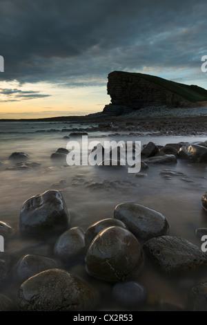 Twilight sur Nash Point sur la côte du Glamorgan, Pays de Galles, Royaume-Uni. L'été (août) 2012. Banque D'Images