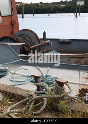 Bollard cordes et une partie de l'ancien bateau de drave sur la période la plus longue rivière Glomma en Norvège, qui fait maintenant partie de Fetsund museum