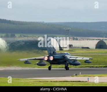Panavia Tornado Gr4 à RAF Lossiemouth, murène. La région de Grampian Ecosse. 8484 SCO Banque D'Images
