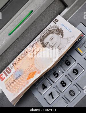 Distribue de l'argent distributeur, au Royaume-Uni.