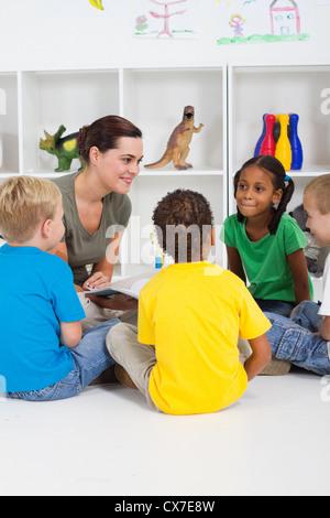 Livre de lecture de l'enseignant pour les élèves de maternelle