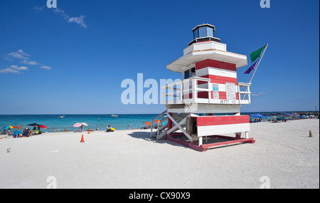 Style Art Deco lifeguard tower, South Point Park, Miami Beach, Floride, USA. Banque D'Images